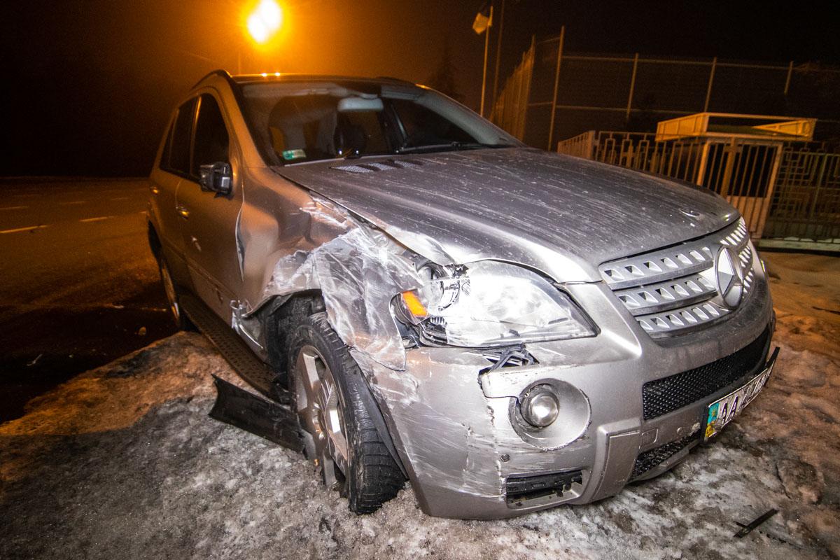 Водитель Mercedes двигался позади Toyota и не успел среагировать