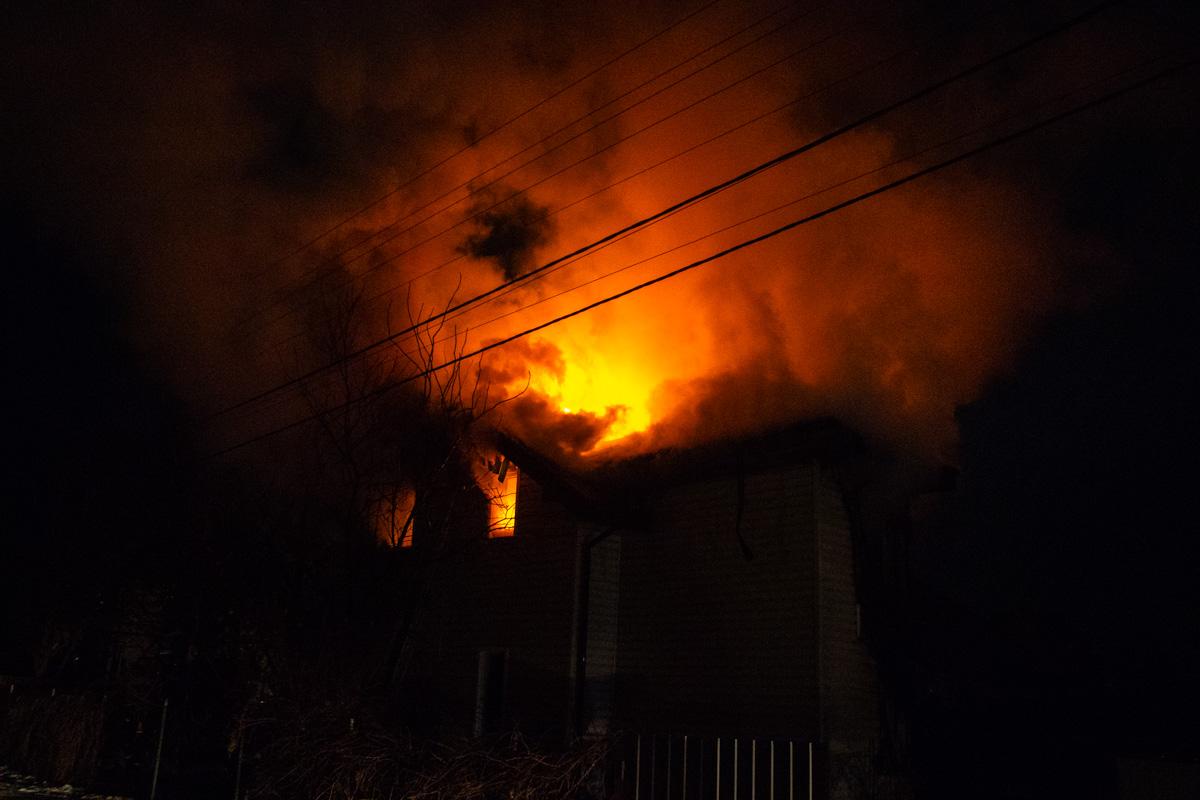 Площадь пожара составила около 100 квадратных метров
