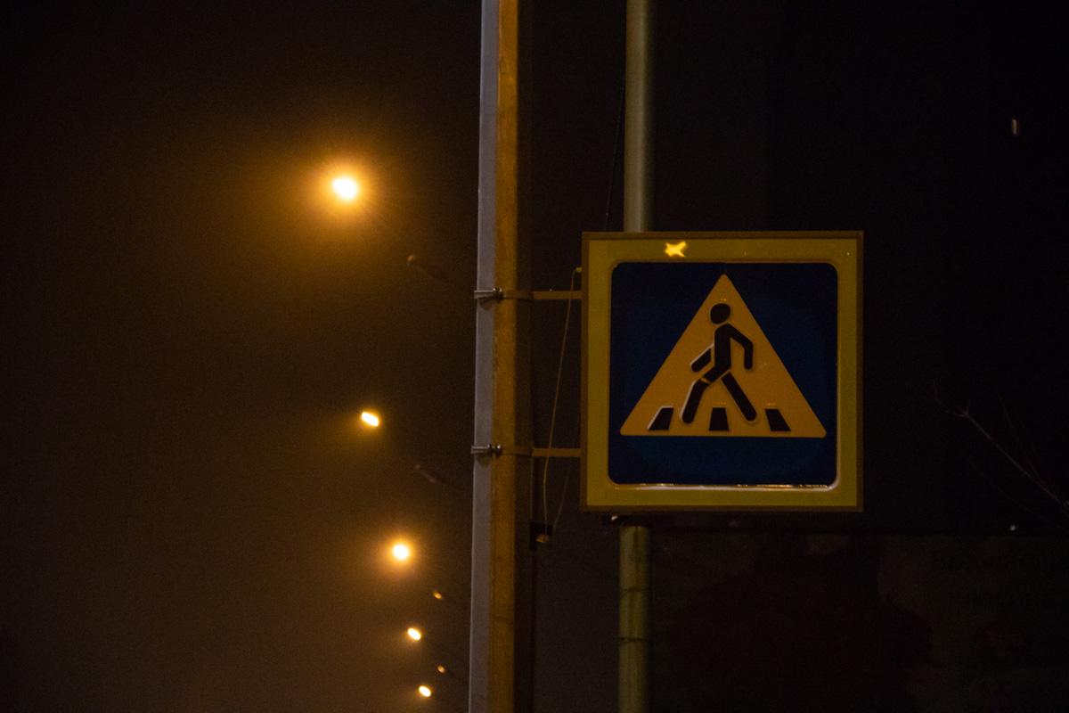 Если в течение минуты на проезжей части нет ни машин, ни пешеходов, дорожный знак гаснет