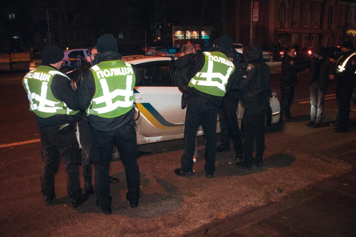 В воскресенье, 17 февраля, в Киеве на улице Горького задержали группу грабителей, которые за ночь обокрали как минимум четырех человек
