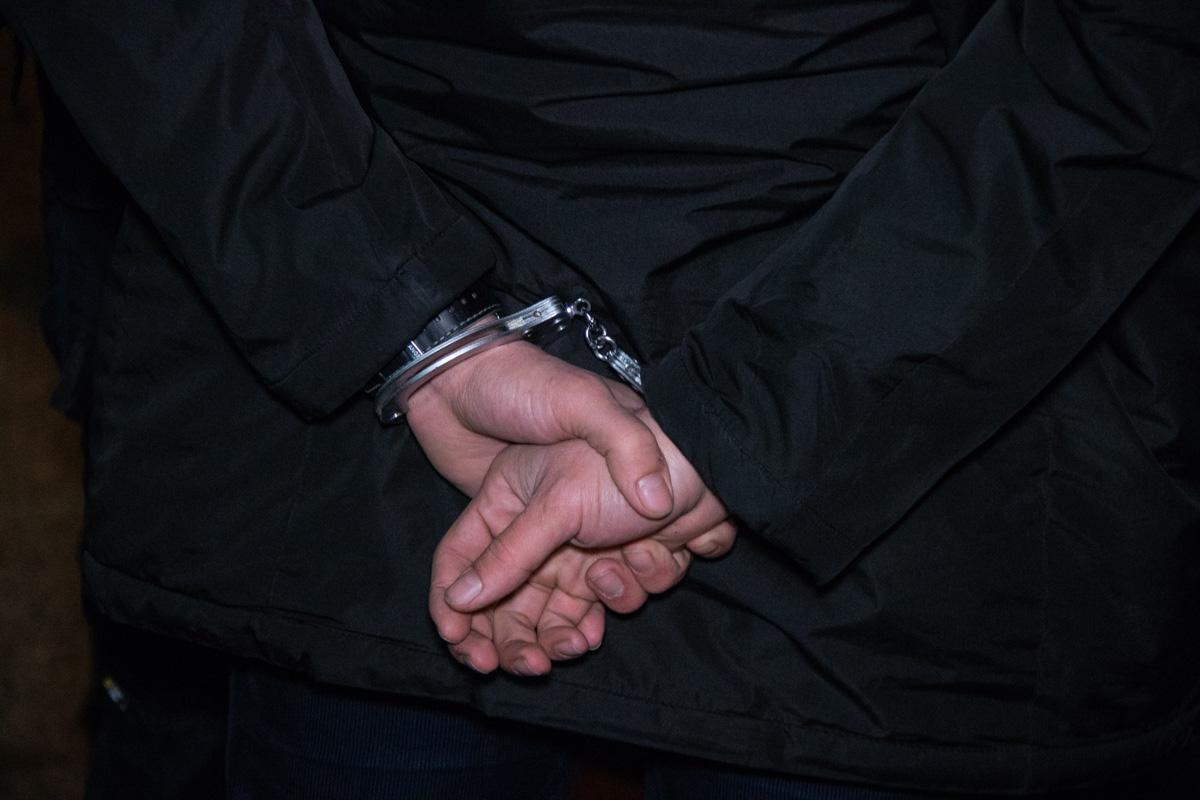 У задержанных изъяли портмоне, двое часов (золотые и серебряные) и цепочки