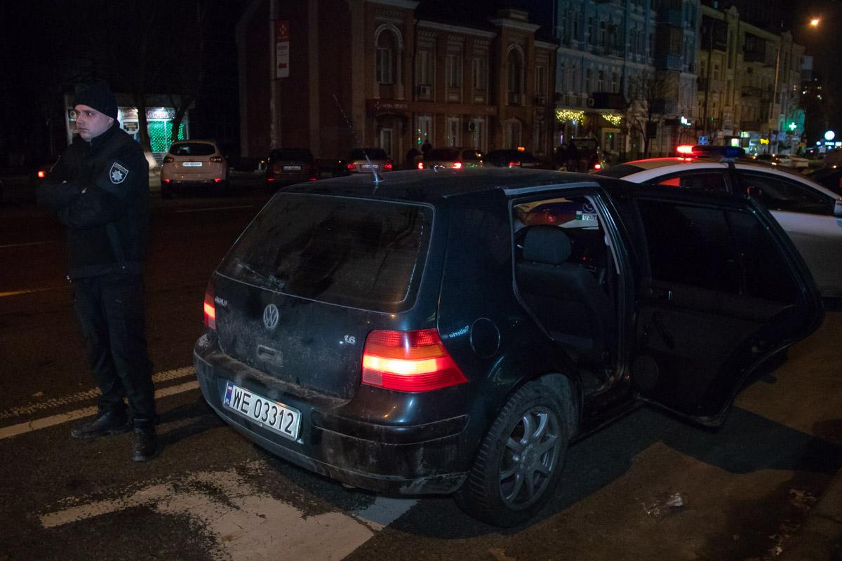 Машину, в которой ехали предполагаемые правонарушители, остановили по ориентировке около 4:30