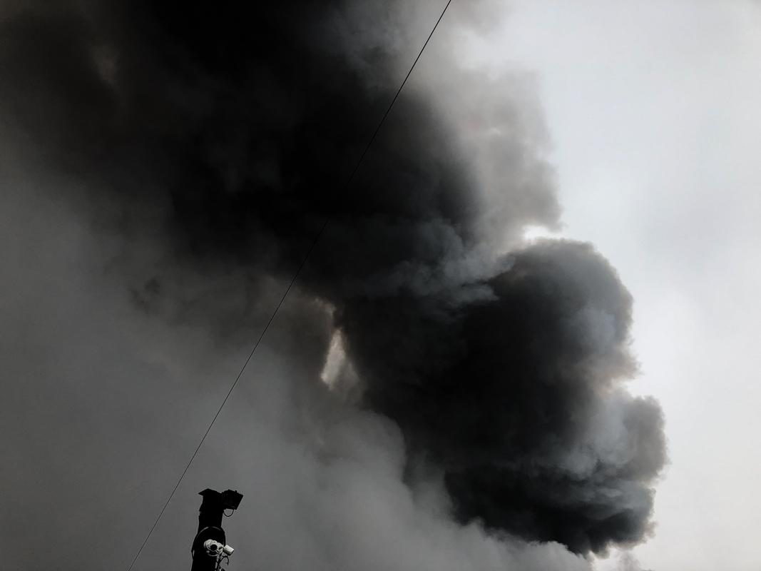 Черный едкий дым окутал все вокруг