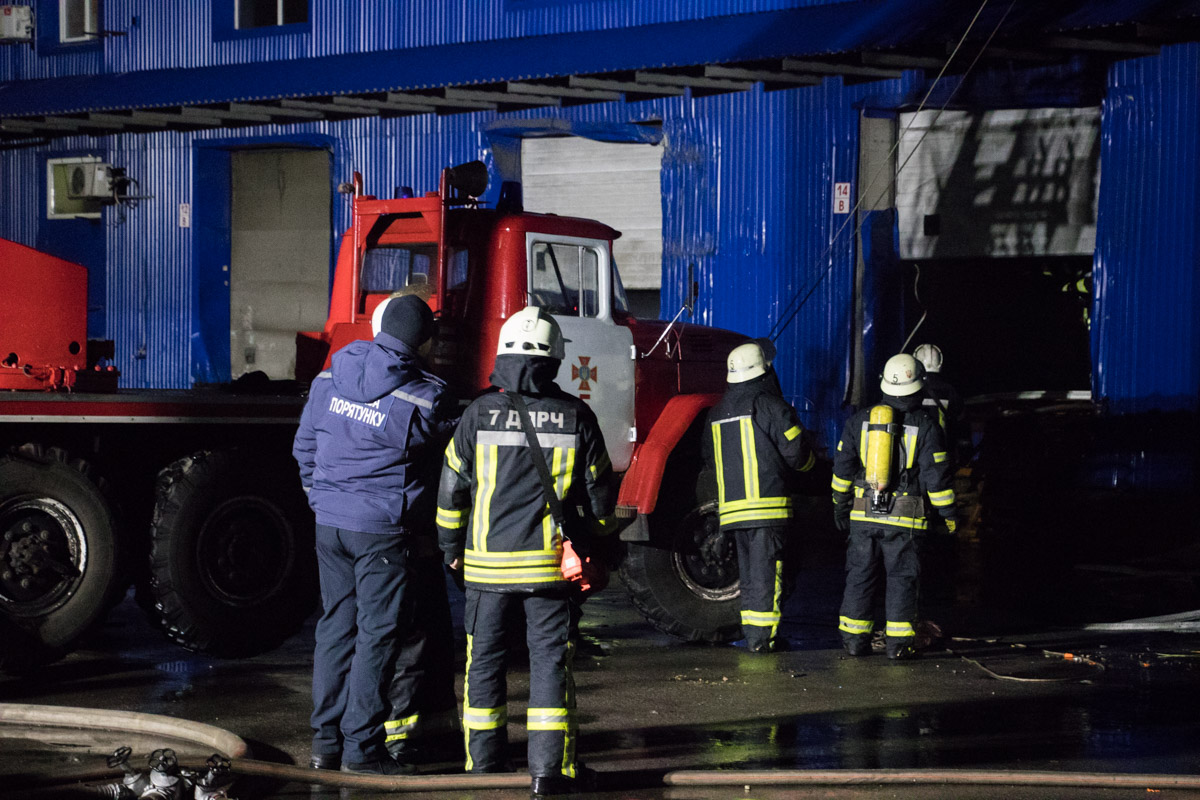 Пожарные надеются полностью ликвидировать пламя к утру 3 февраля