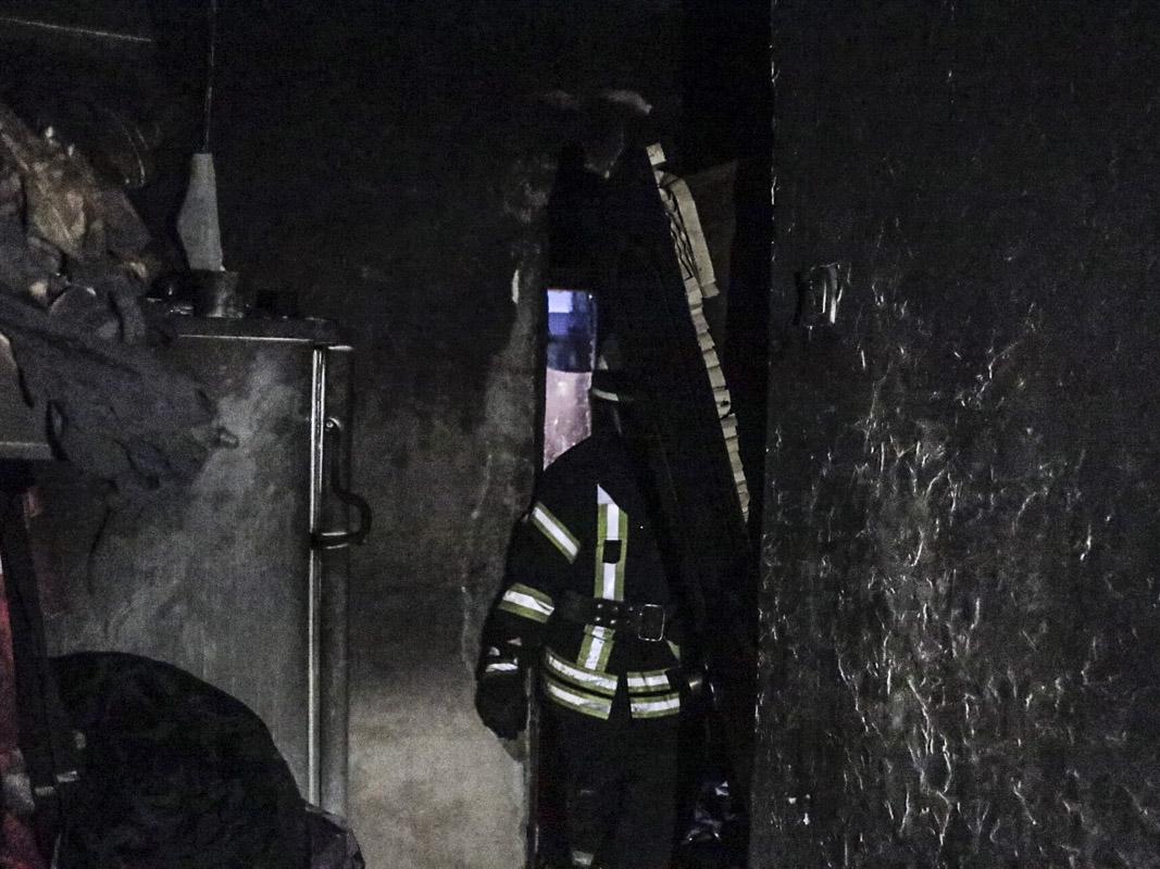 Дотла сгорела однокомнатная квартира по адресу Голосеевский проспект, 94