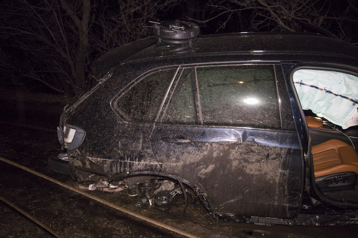 Водитель внедорожника скрылся с места аварии