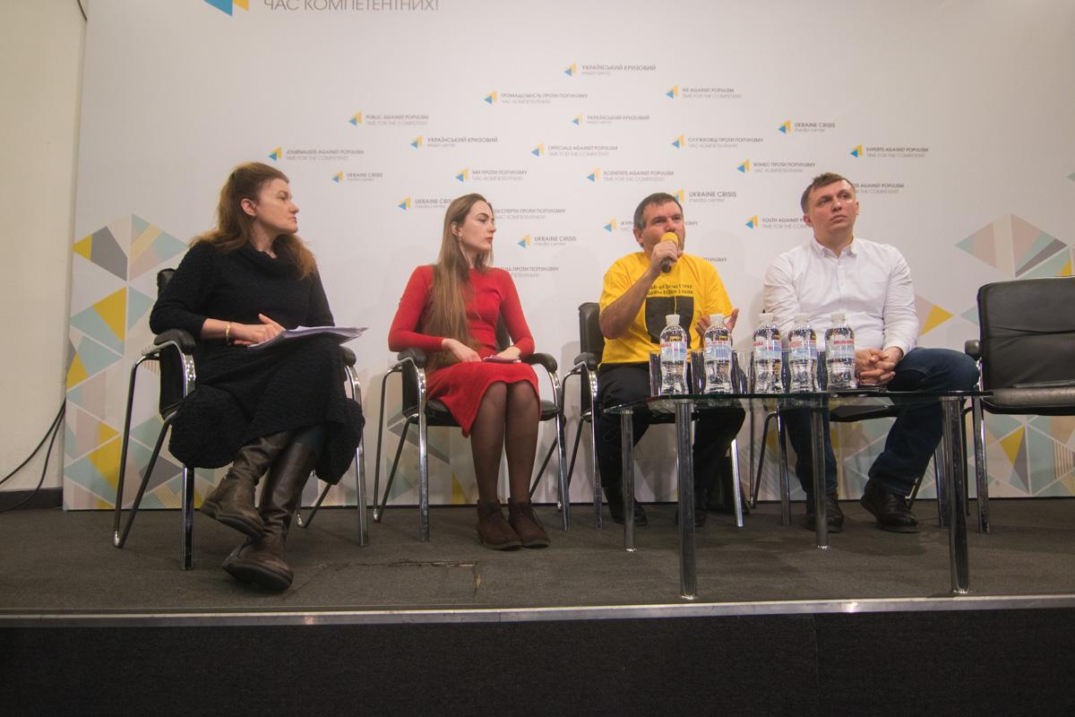 Активисты считают, что высшее руководство в лице Юрия Луценко, Арсена Авакова и других должностных лиц замедляют ход расследований и судебных процессов