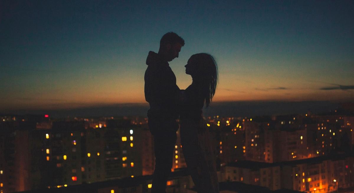Романтично и весело провести День влюбленных со своей второй половинкой можно и без денег