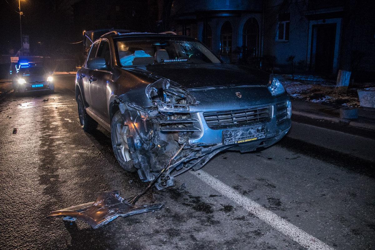 10 февраля в Киеве по адресу Кловский спуск, 18 произошло ДТП