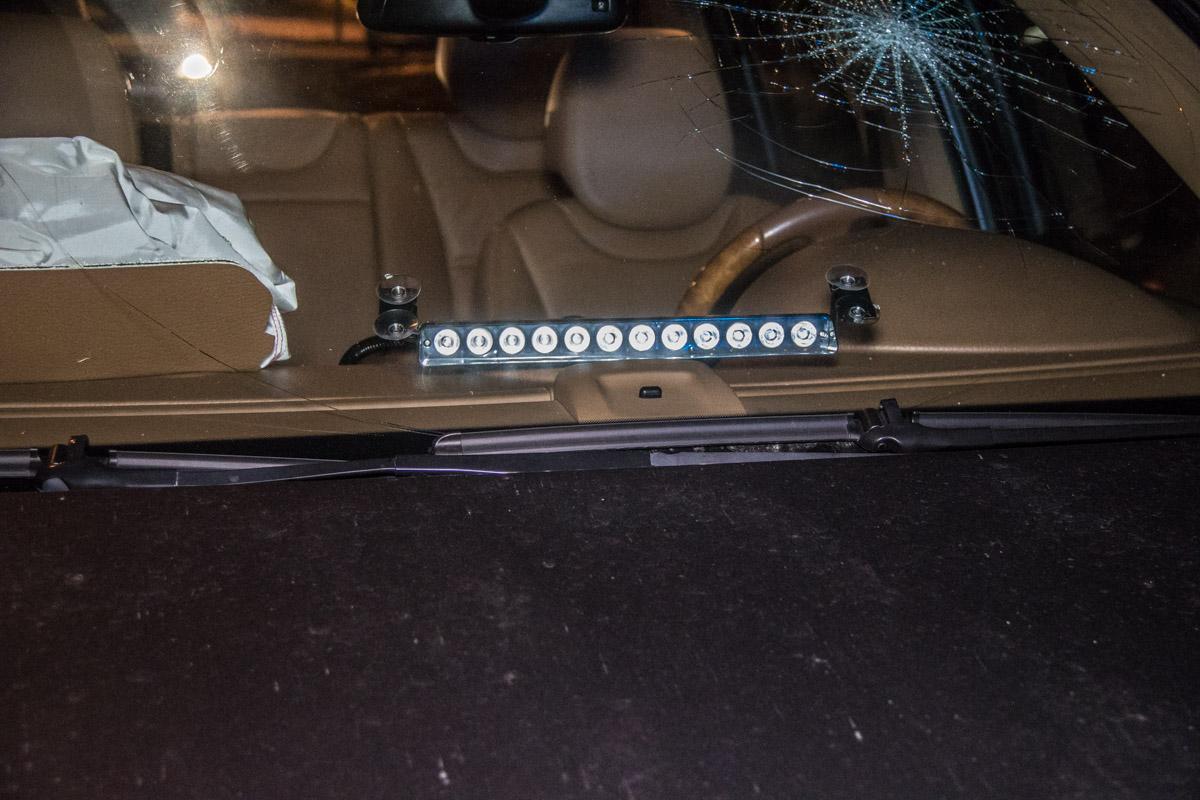 Также на машине была установлена мигалка