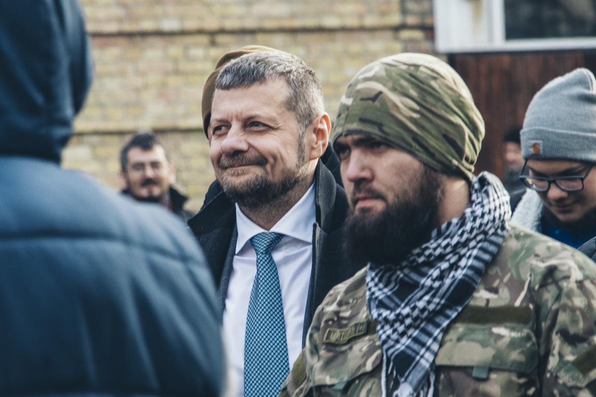 Возле здания Окружного суда находился и инициатор отставки Игорь Мосийчук