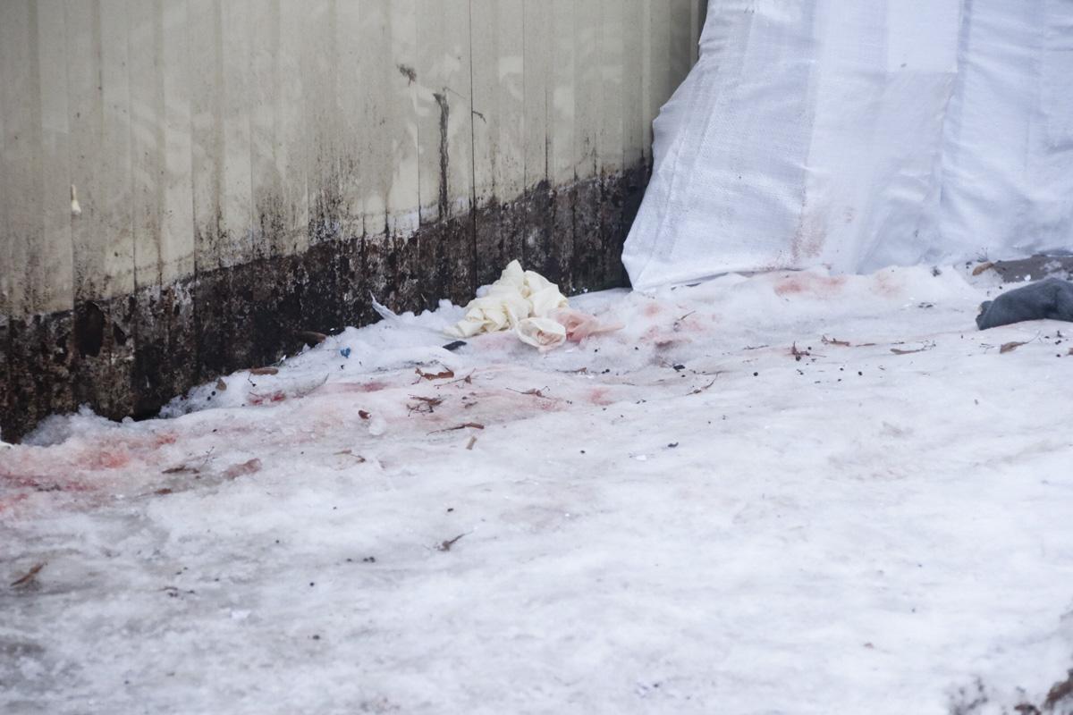 Прибывшие на место происшествия патрульные увидели следы крови и вызвали следственно-оперативную группу