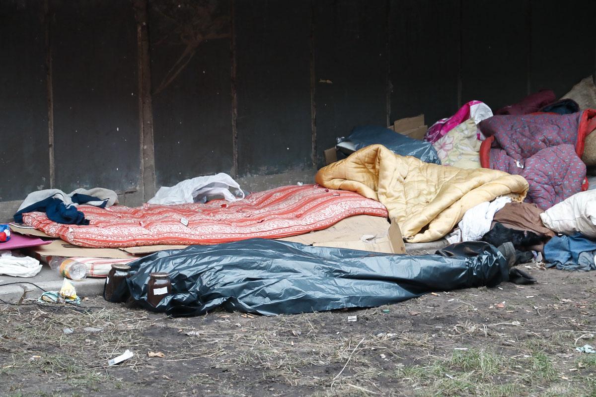 Предварительно, умершая была бездомной и умерла от переохлаждения