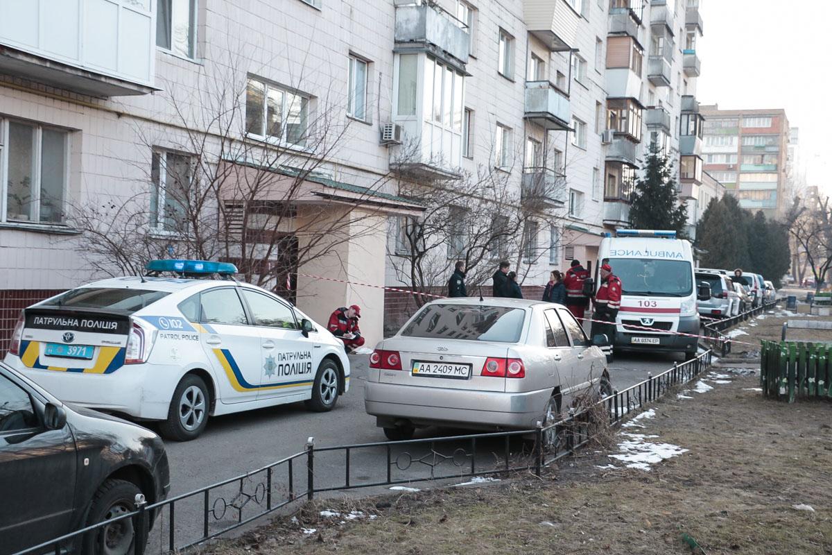 Подросток выпрыгнул из окна 6 этажа 9-этажного дома