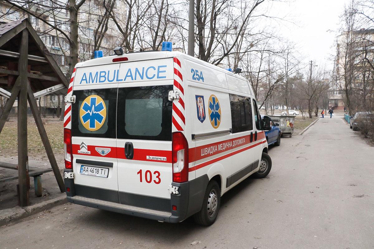 На месте дежурят медики и патрульные