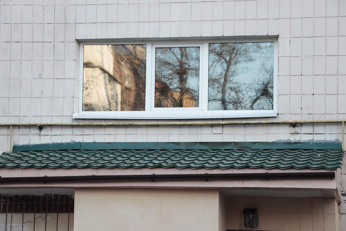 Неизвестно, проживал ли мальчик в этом доме. Все подробности случившегося установит следствие