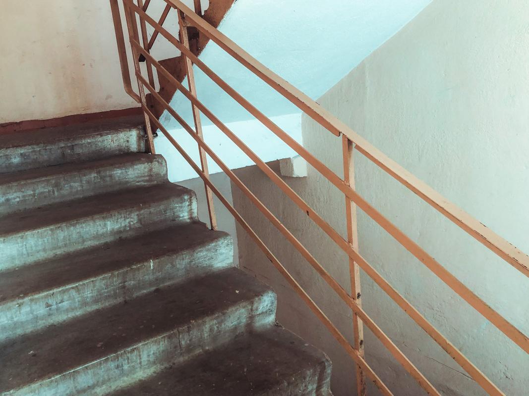Тело находилось в парадном многоэтажного дома между 11 и 12 этажами