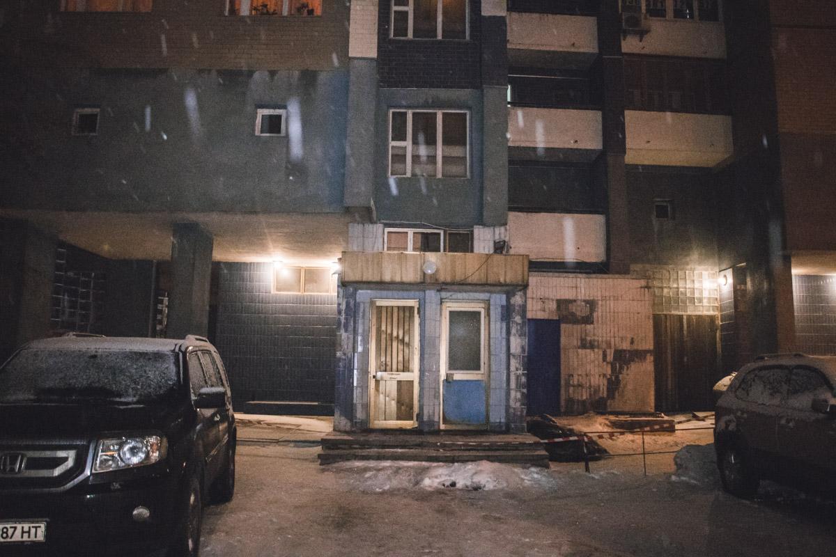 В Киеве мужчина выпал из окна 9 этажа жилого дома по адресу улица Старонаводницкая, 4