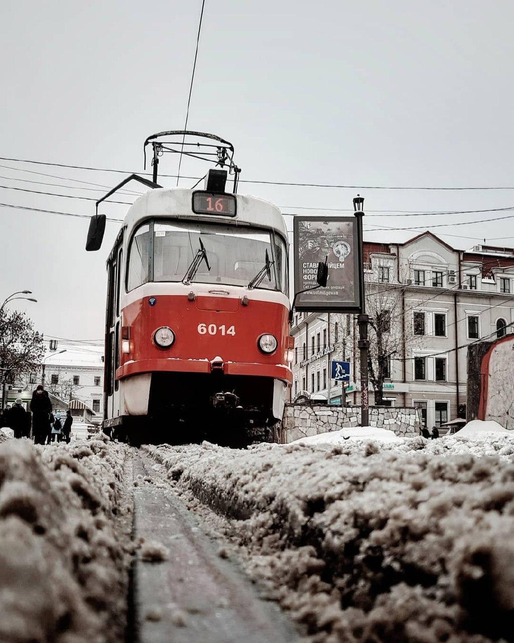 Зимой трамвайчикам так же холодно, как и людям. Фото: @valik_chern