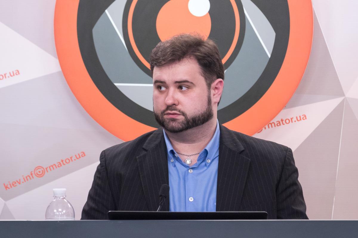 Согласно результатам опроса, отметил Артем Горбенко, лидирует Юлия Тимошенко