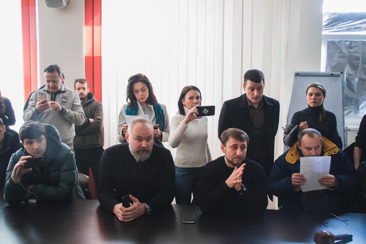 Один из активистов, Николай Загорика, рассказал о том, что привело его на это собрание. И его история не единична