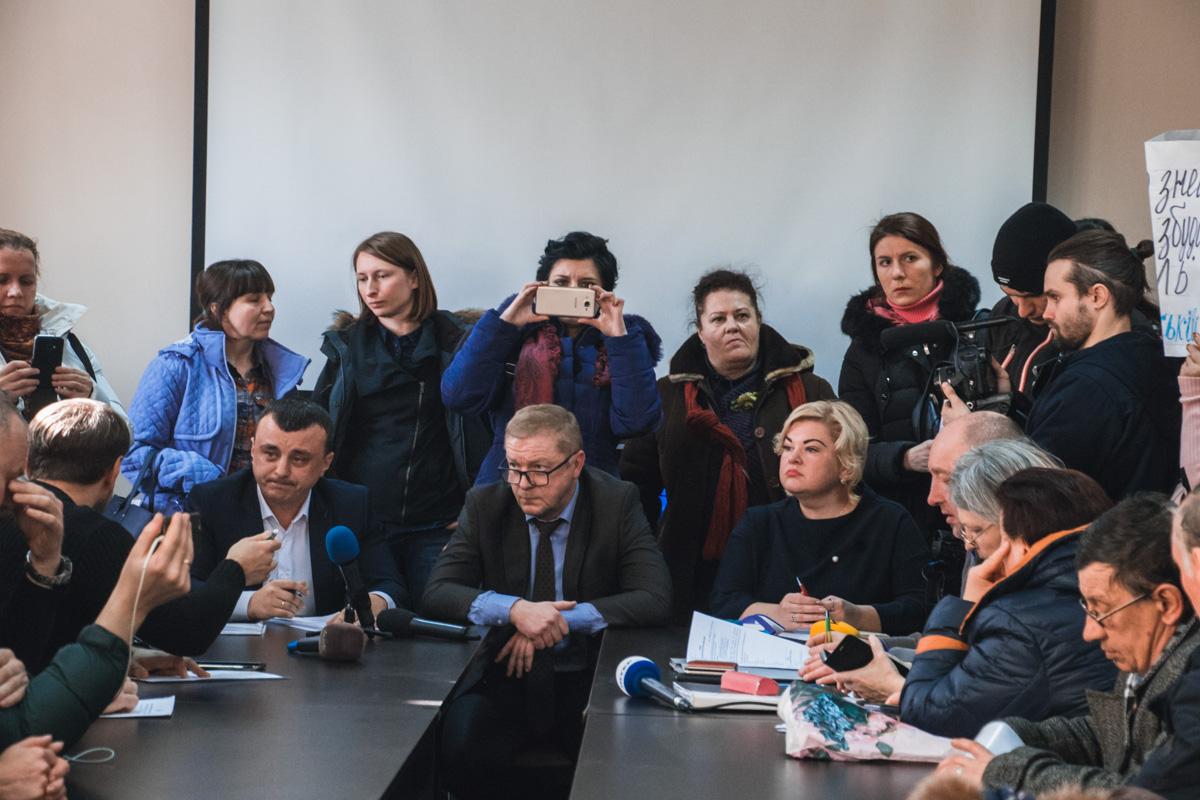 21 февраля, в Киеве представители десятков жилищных громад встретились с работниками Государственной архитектурно-строительной инспекции