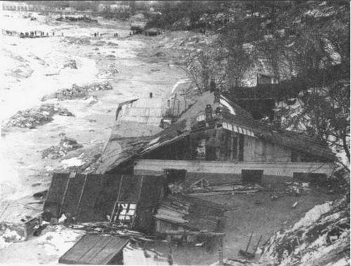 13 марта 1961 года в 6:45 дамба начала рушится, а в 9:20 ее прорвало