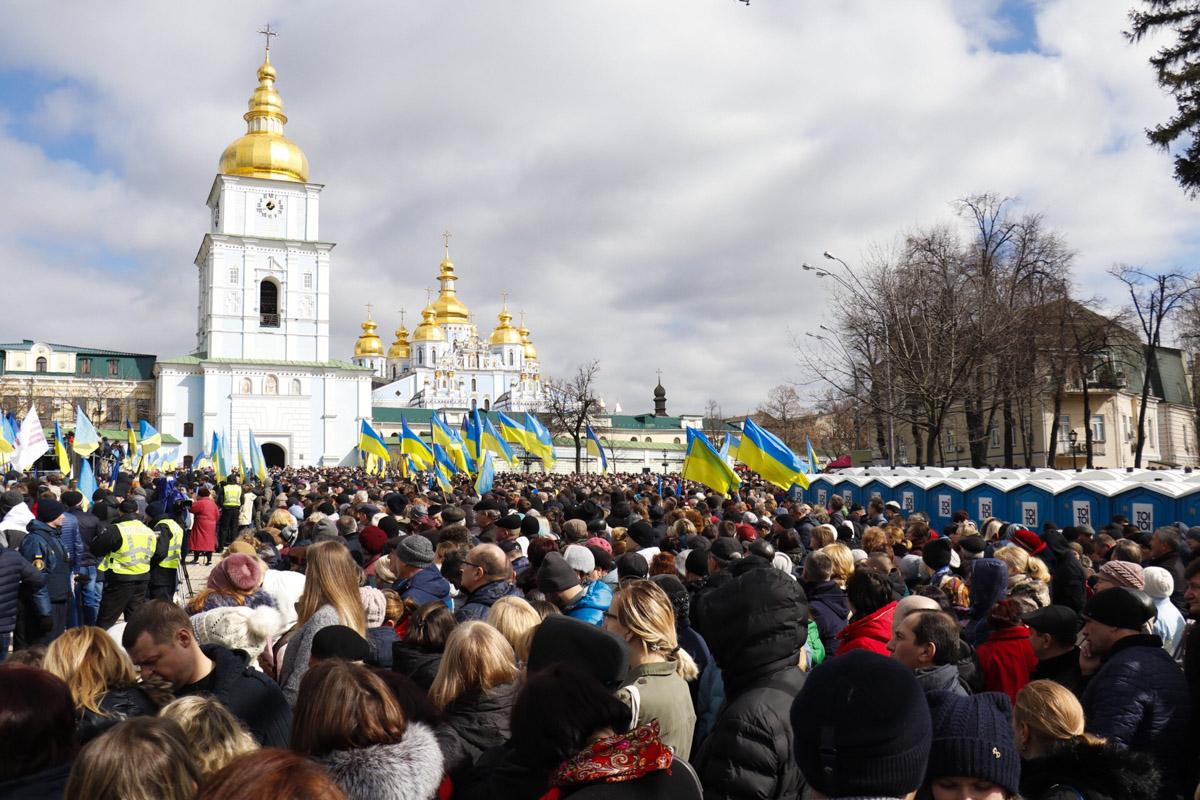 """17 марта в центре Киева проходит так называемая """"Народная встреча"""" Петра Порошенко с избирателями"""