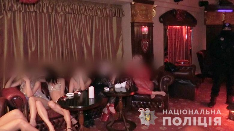 В одном из отелей Киева полицейские обнаружили бордель, замаскированный под стриптиз-клуб