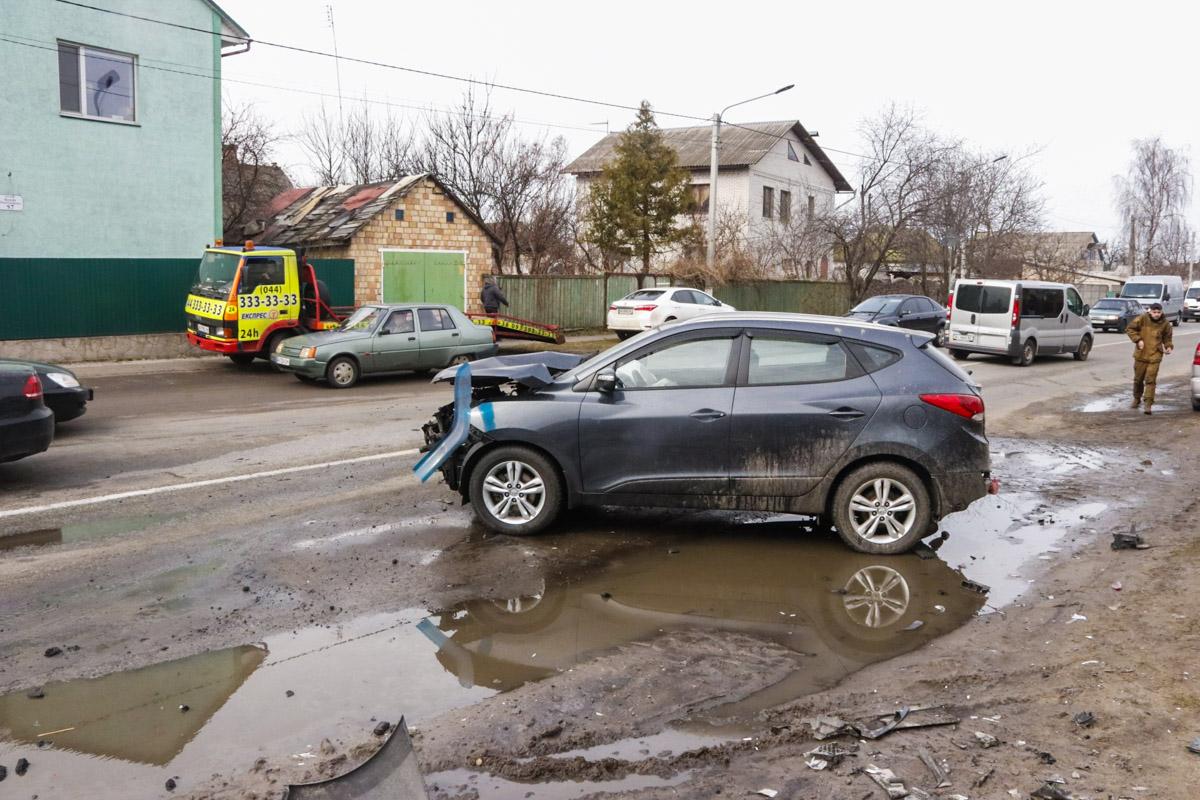 Под Киевом в селе Старые Петровцы произошло тройное ДТП с пострадавшими