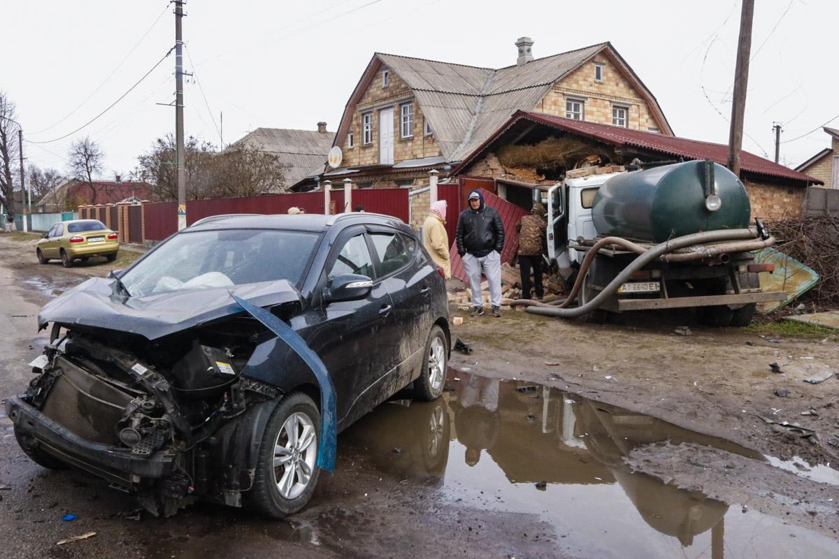 В автомобиль Hyundai, который притормозил перед пробкой, врезался Volkswagen
