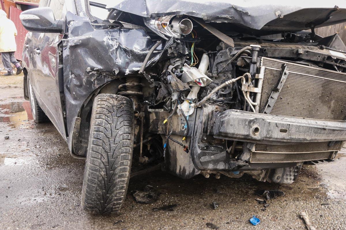 В результате аварии пострадали две женщины, они находились на пассажирских сидениях Hyundai