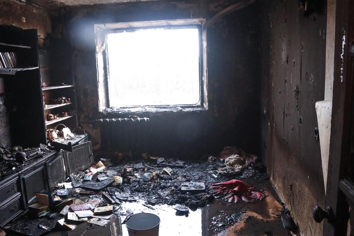 В результате инцидента одна из комнат квартиры выгорела полностью
