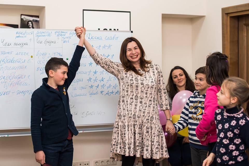 Тренинг предоставит инструменты, пользуясь которыми ребенок повысит уровень собственного интеллекта, натренирует память, наведет порядок в голове