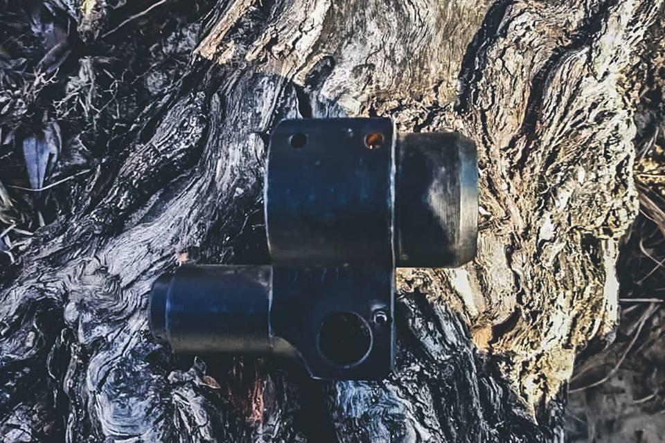 На дне Днепра, недалеко от Оболонской набережной подводные охотники наткнулись на несколько необычных предметов