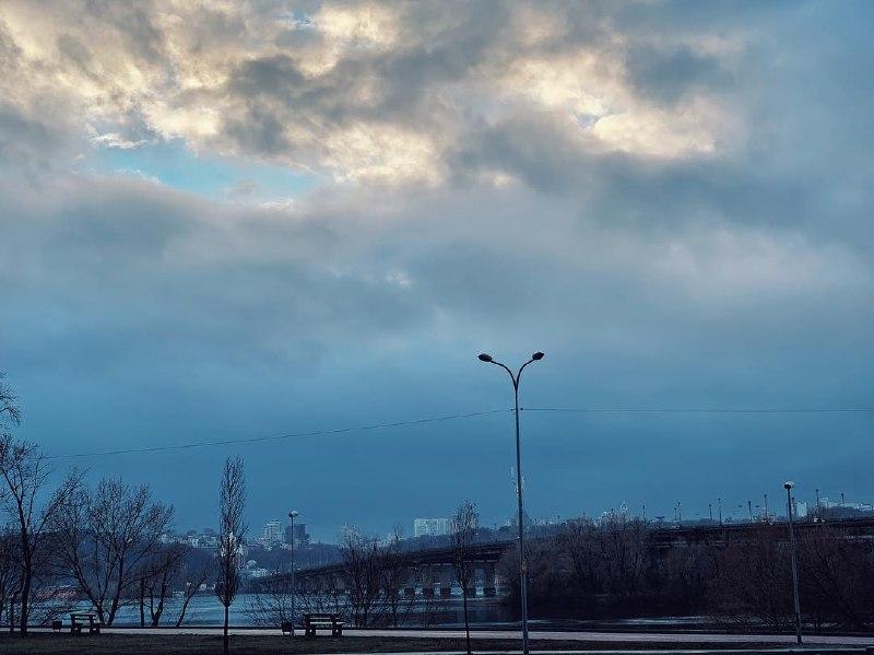 Вот так выглядит борьба, борьба солнца и дождя. Фото: @yegorlitsov