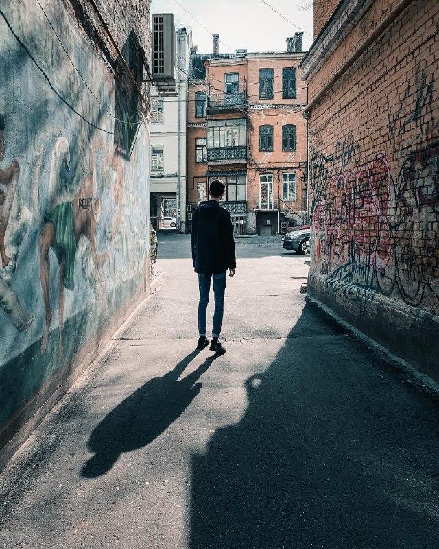 Выйди из тени и пойди навстречу солнышку. Фото: @zhukevych