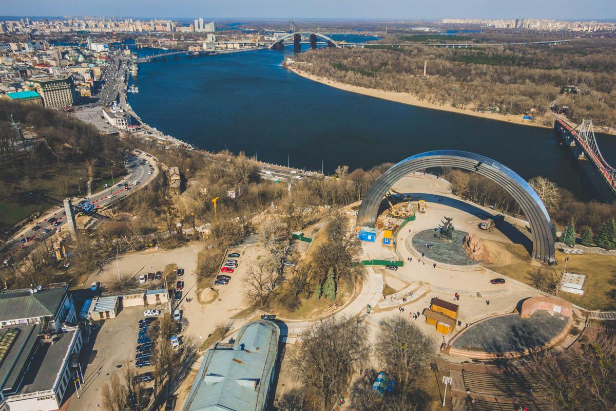 Строительство пешеходного моста от Крещатого парка до Владимирской горки нацелено на развитие велоспорта в столице