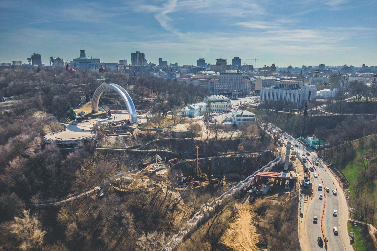 Многие активисты обеспокоены состоянием склонов, которые послужат опорой для моста