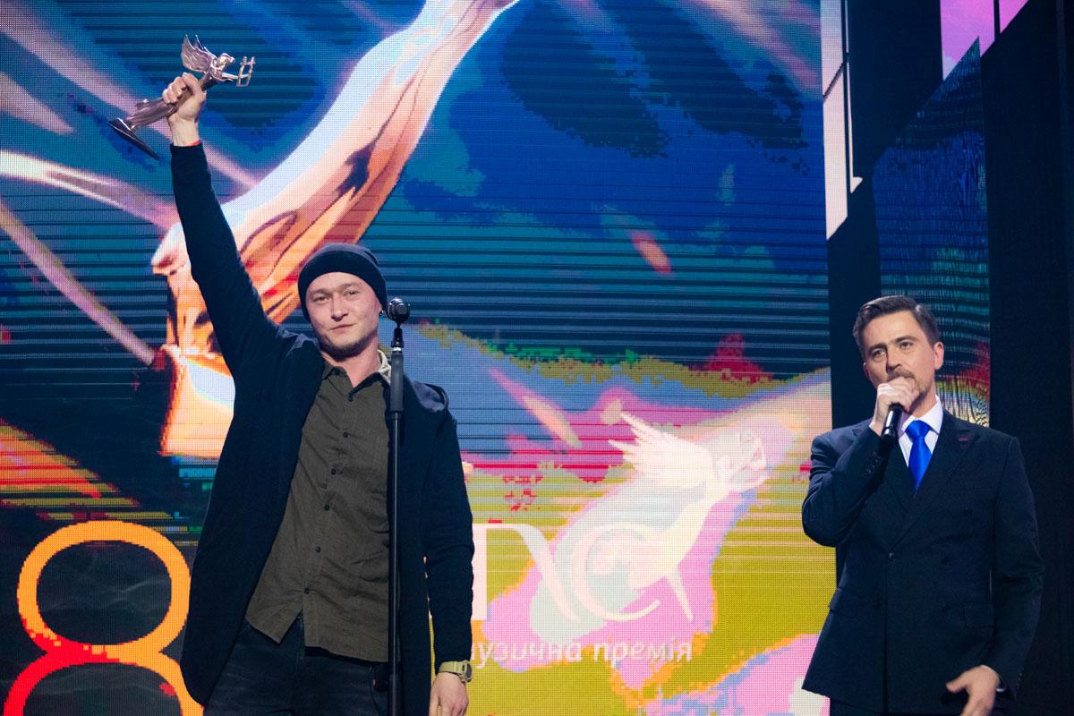 """Андрей Хлывнюк со своим бэндом """"Бумбокс"""" забрали статуэтку за «За особые достижения в музыке»"""