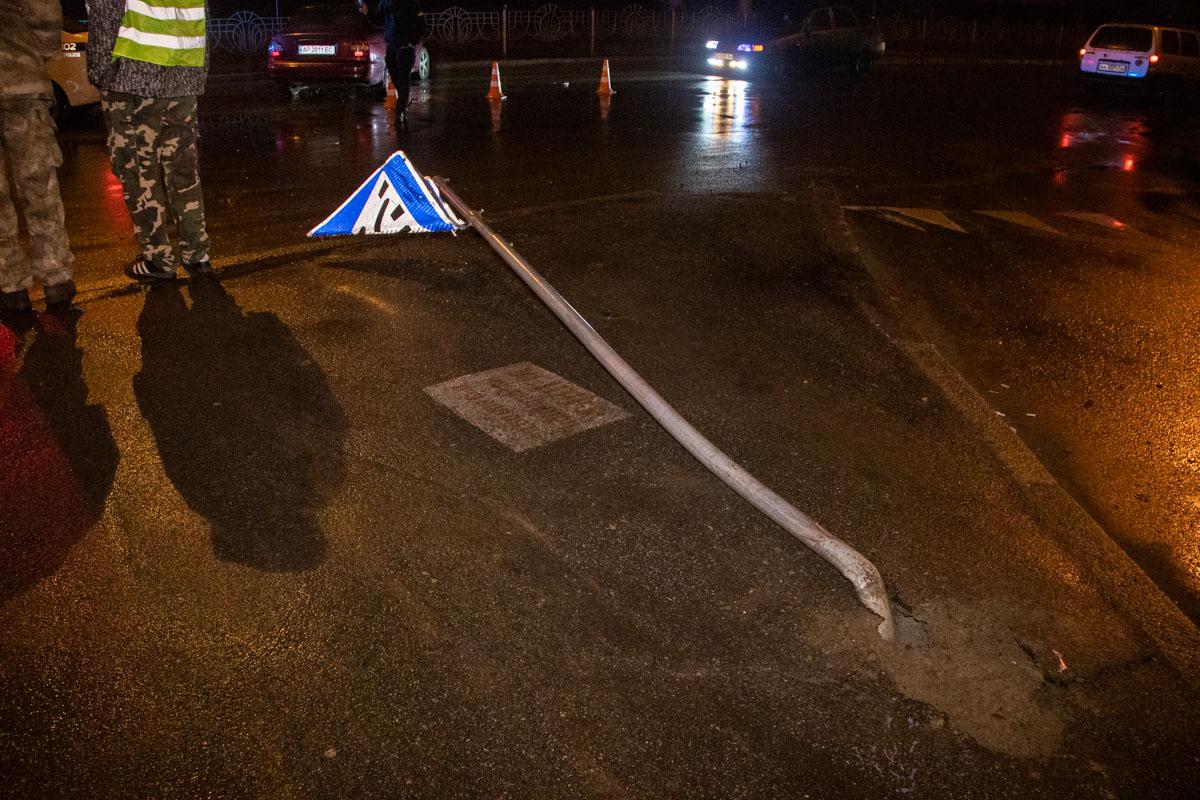 На пересечении бульвара Перова и улицы Кибальчича произошла авария с участием автомобиляDaewooLeganza и женщины пешехода