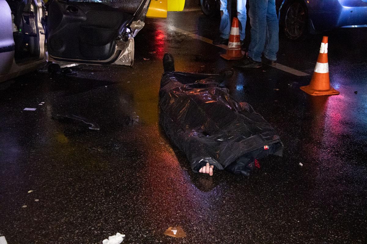На пересечении улицы Братиславской и Лесного проспекта произошла смертельная авария с участием автомобиляDaewoo Lanos и троллейбуса №37