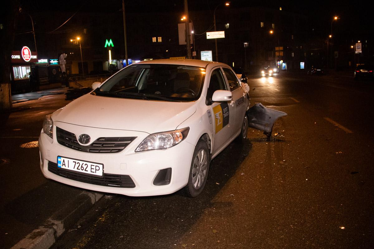 На улице Мечникова произошла серьезная авария с участием автомобилей Opel Astra, Chevrolet Aveo и Toyota Corolla