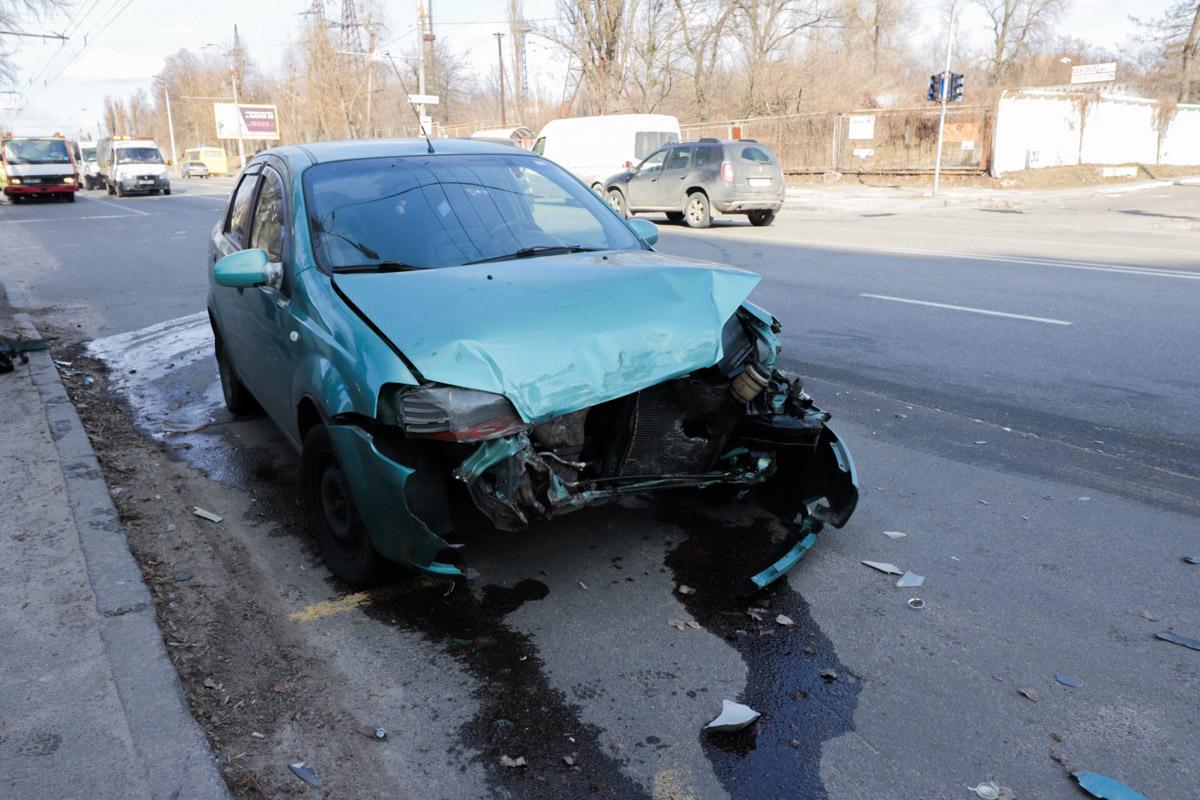 В аварии чудом никто не пострадал - ни водители автомобилей, ни пешеходы