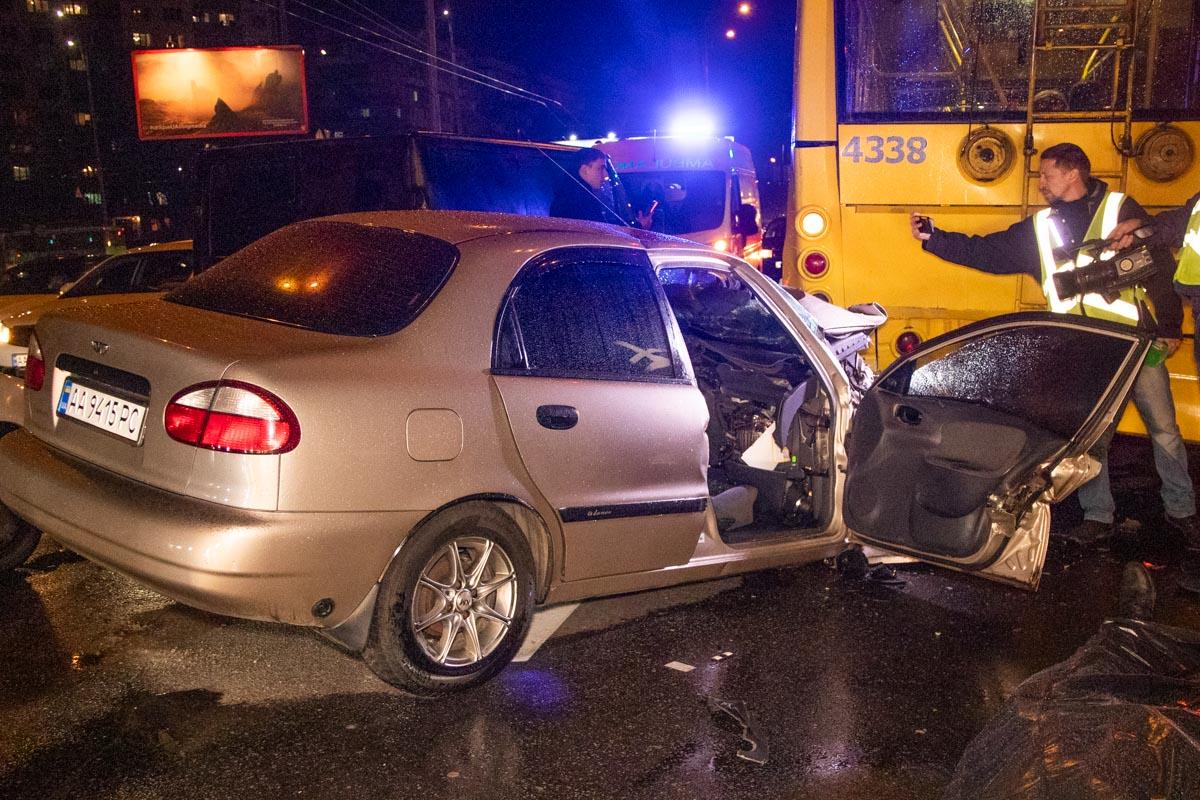 В момент аварии в легковушке находились трое человек