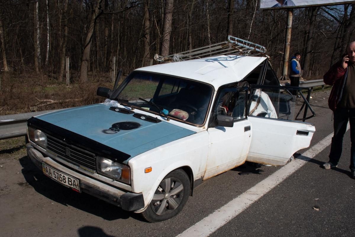 Под Киевом Honda протаранила припаркованный ВАЗ