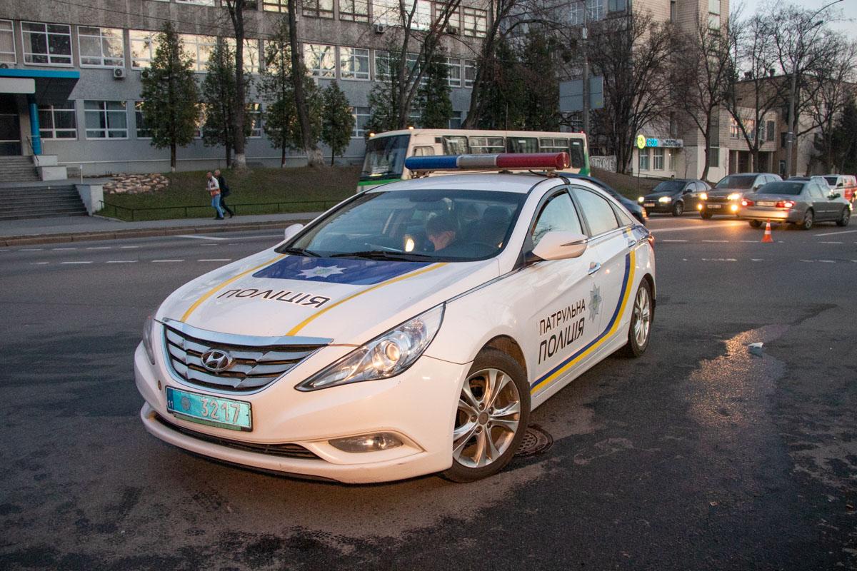 На месте работали два экипажа полиции и карета скорой помощи