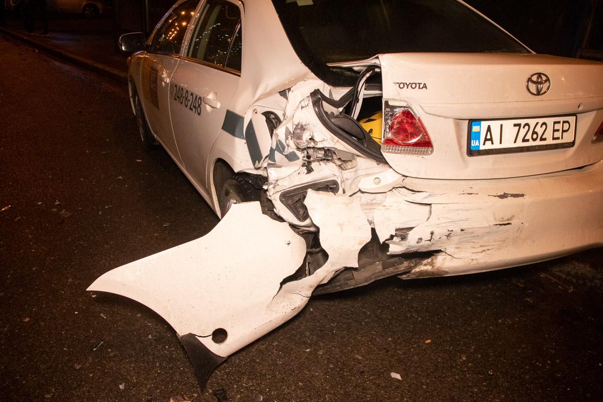 После столкновения люди из Opel скрылись с места аварии