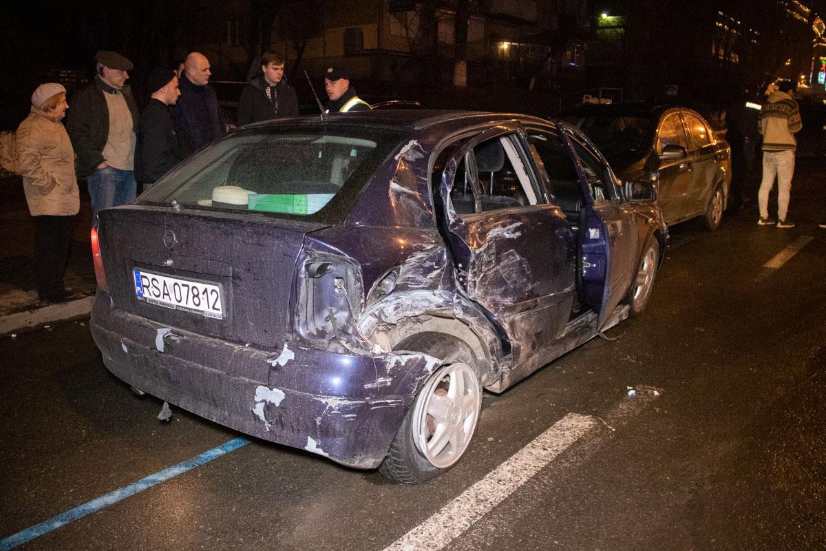 ВодительOpel не справился с управлением, от чего машину занесло и она правым задним боком влетела в заднюю часть Toyota Corolla