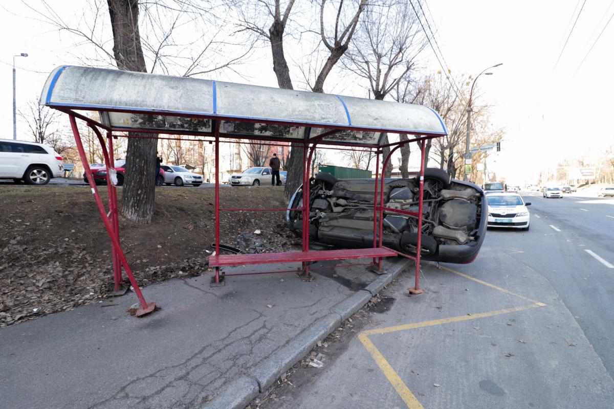 На перекрестке столкнулись Chevrolet и Audi